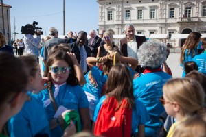 Piazza Pirano con studenti scuola primaria Aquileia -PIRAN-089 (Copia)
